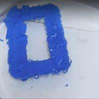 Видеоотчет и описание процесса удаления порошкового покрытия с металлической пластины